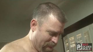 Hung Bottom Daddy Gets Drilled