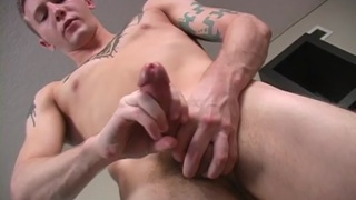 Hung Str8 Guy Jerks Off
