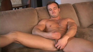 muscle hunk Beaux jerks off