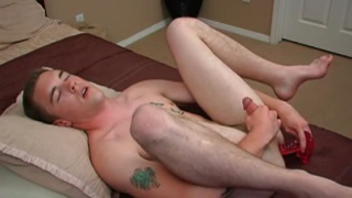 Chad Daniels dildo fucks his hole