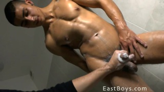 giving rodrigo rossalini a body worship session