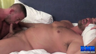 muscle hunk gets his big bubble ass fucked