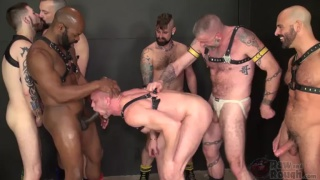 6 men take turns fucking parker