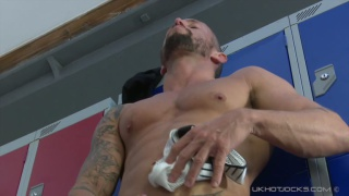 muscle daddy nick north masturbates in locker room