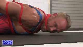muscle daddy struggles with rope