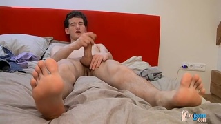 Big-Dicked Twink Nate Jerks off