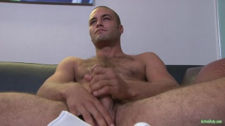 furry dude Sean wanks off in bed