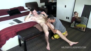guarda il video: straight hillbilly considers himself a virgin when it comes to fucking ass