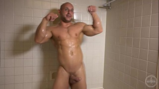 SMOOTH AND BUFF Tyson strokes his cock
