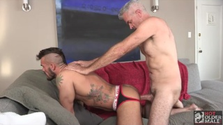 Derek Anthony pounds Aarin Asker