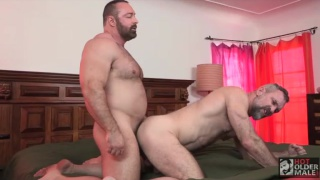 muscle bear Brad Kalvo Fucks Peter Rough