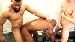 regarder la vidéo: Humping Iron with Osiris Blade, Caleb King & Damian Flexxx