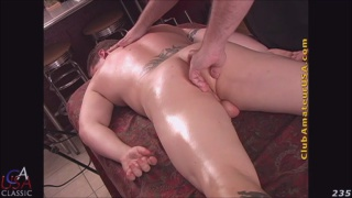 muscle hunk Donnie gets serviced on massage table