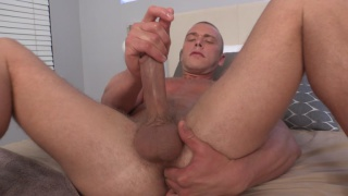 blond stud Hunter strokes his big dick