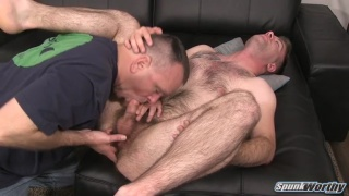 guarda il video: very furry dude gets fingered and blown