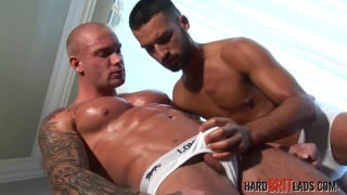 muscled skinhead gets his dick serviced