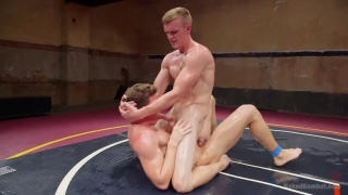 regarder la vidéo: Zane Anders bottoms for JJ Knight on wrestling mats