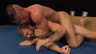 regarder la vidéo: Tomas Decastro and Nikol Monak wrestling naked