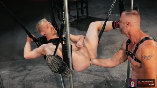 regarder la vidéo: Deep Hole Dungeon with cody winter