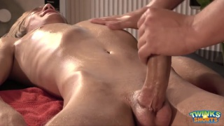 Shane Hirch gives Justin Alexander a horny massage