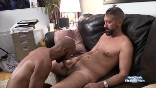 guarda il video: Mouthful of cock and a taste of his ass