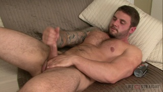 25 year-old muscle hunk jacks his dick