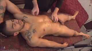 inked muscle stud gets his hole fingered