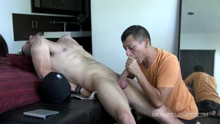 straight recruit Penn gets a blowjob from gay guy