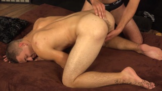 regarder la vidéo: Lotar Bojar serviced on massage table