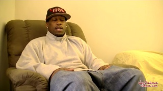 guarda il video: horny black guy gets serviced by a man