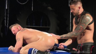 Hugh Hunter gives his ass to Dolf Dietrich