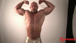 massive bodybuilder Jack Union jerks his cock