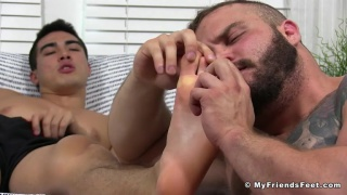 worshipping Axel Kane's feet with Daxx Carter