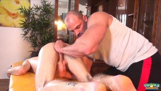 muscle hunk Zac Hood gives twink Timmy Cooper erotic massage