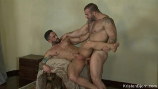 huge bodybuilder Max Hilton fucks Robin Sanchez