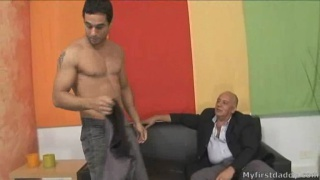 Daddy Borja fucks with young hunk