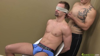 Well-Hung Str8 Guy Serviced