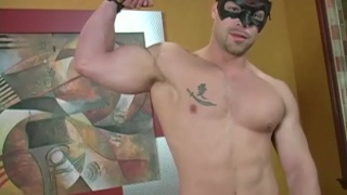 exhibitionistic muscle hunk