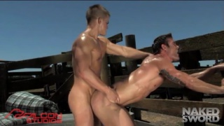 Outdoor muscle sex with ripped guys
