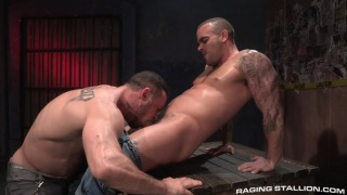 tattooed hunk gets his beefy ass fucked in alley