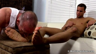 Dark-Skinned Hunk Javi Gets His bare Feet Worshiped