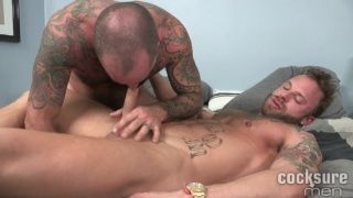 derek parker sucks scotty rage's stiff cock