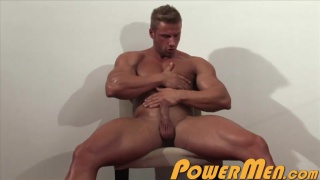 muscle hunk griffin kane