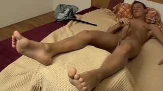 Jerking Off With Shaved Uncut Veso