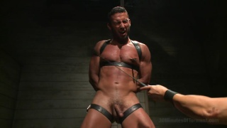 Latin hunk Diego Vena in the dungeon