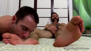 Cameron Worships Tommy Defendi's Big Sexy Feet