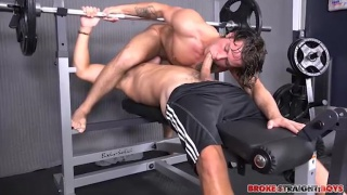 Tanner Valentino fucks Zeno Kostas in the gym