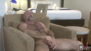 Hot daddy Scott Edward shows off his big dick
