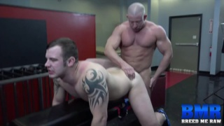 muscle hunk Shay Michaels screws Chip Young