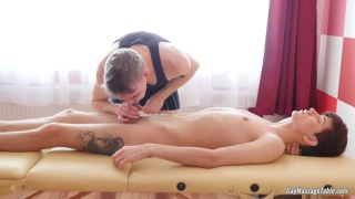 client gets his butt fucked by his masseur